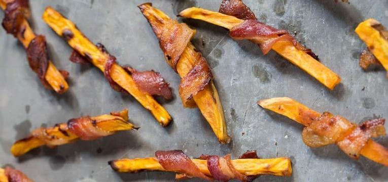 batata-doce frita com bacon
