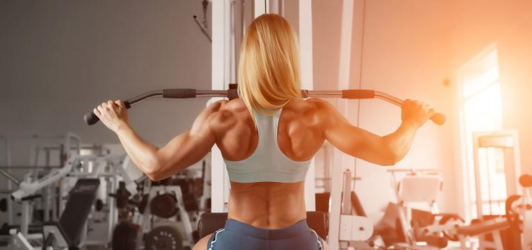 puxador dorsal a frente em hipertrofia para as costas