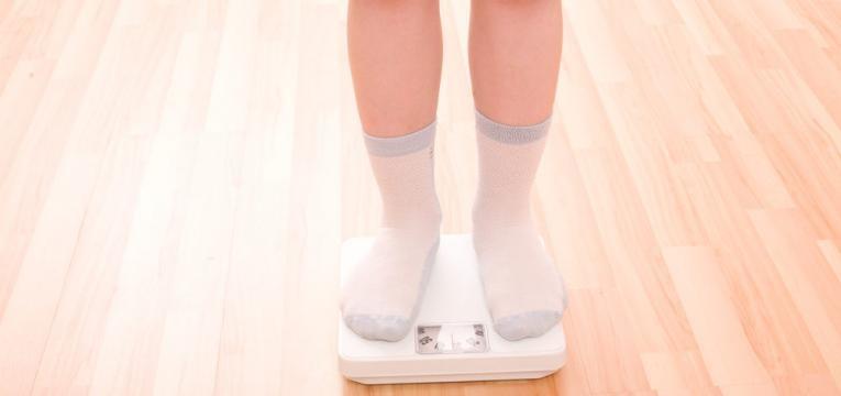 a relacao entre irmaos e alimentacao infantil e peso corporal