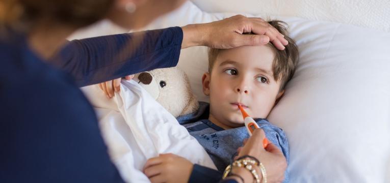 menino com pneumonia