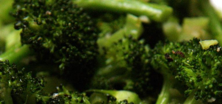 brócolos para dentes saudáveis