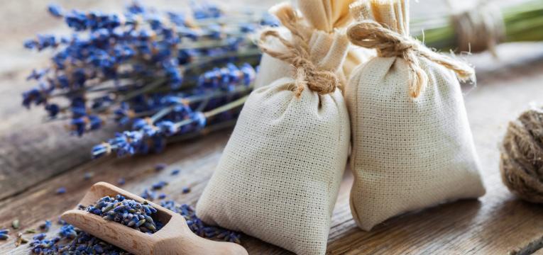 sacos de lavanda em presentes feitos à mão para o dia da mãe