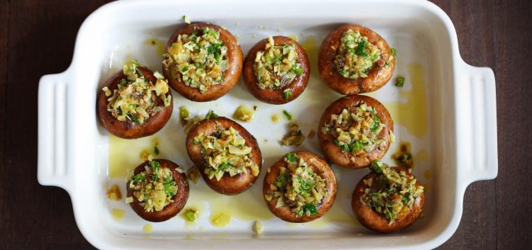 cogumelos recheados vegetarianos