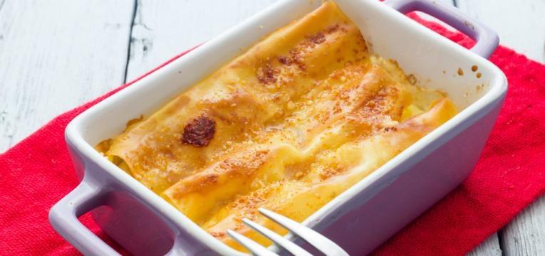 Canelones de queijo e fiambre em dois molhos