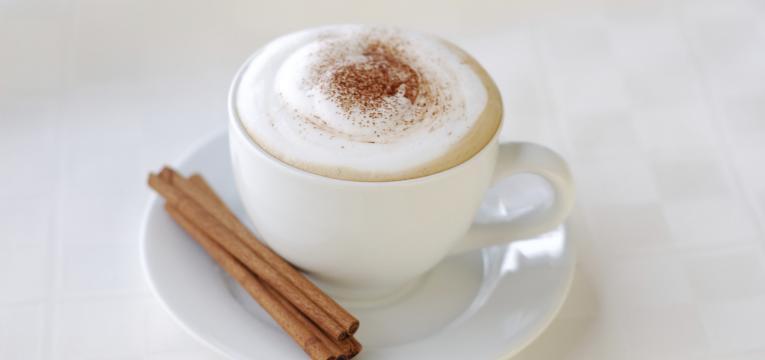 latte de canela e receitas de cafés