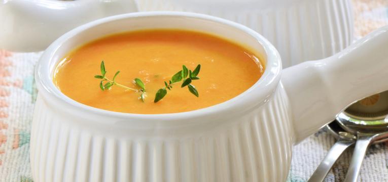 Sopa cremosa de batata doce