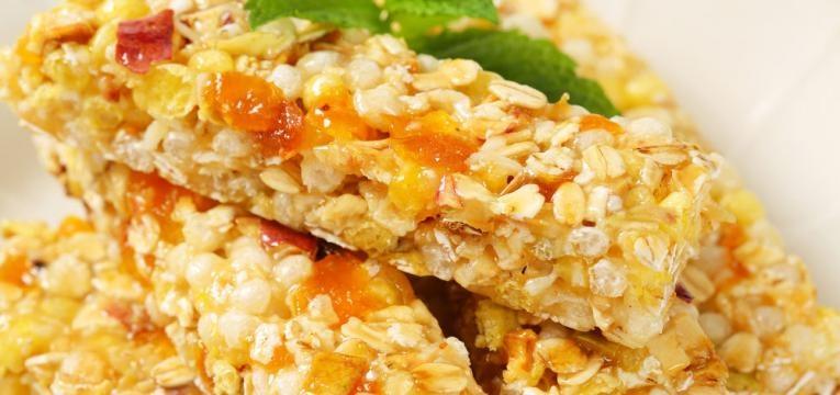 Quadrados de quinoa, aveia e alperce