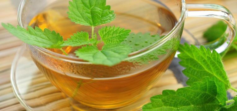 chá verde e os melhores alimentos para comer ao pequeno-almoço