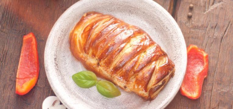 Folhado de frango com chourico e bacon