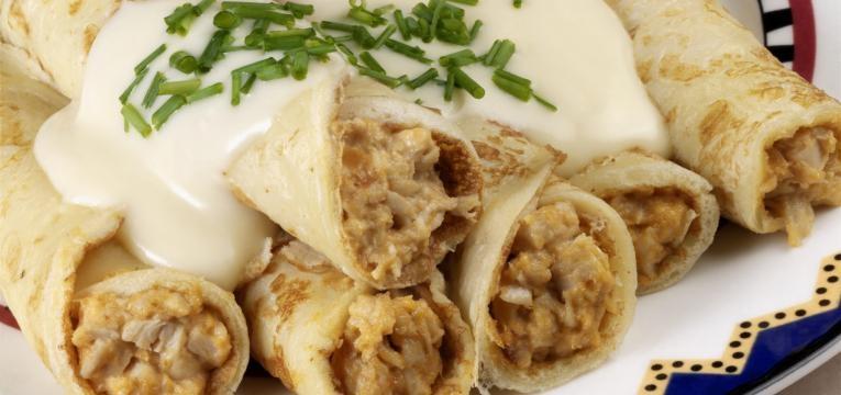 Crepioca de frango e queijo fresco