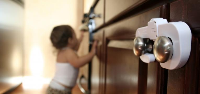 seguranca do bebe na cozinha