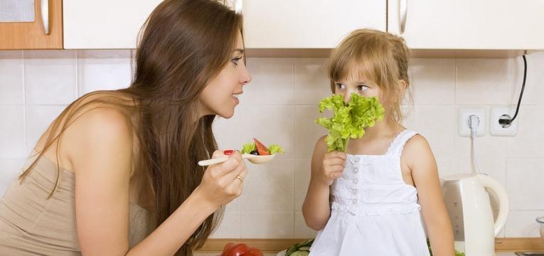 mae ajuda o filho nao come