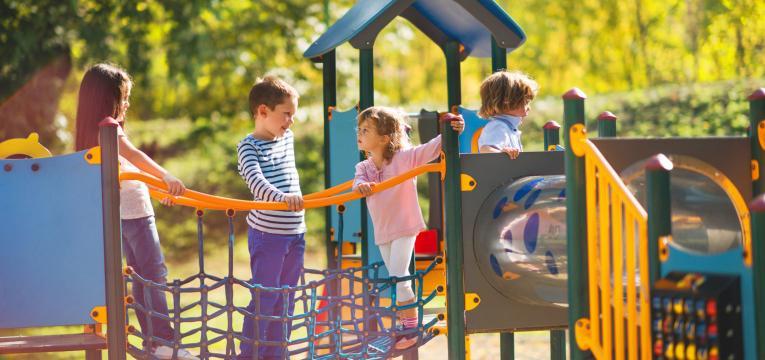 parques infantis e exercício físico em idade pediátrica