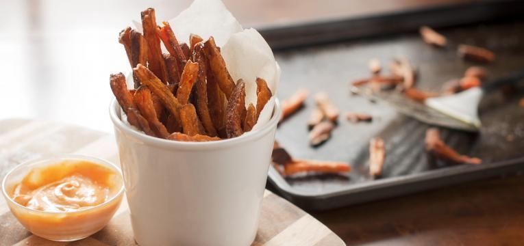 chips de batata-doce com canela