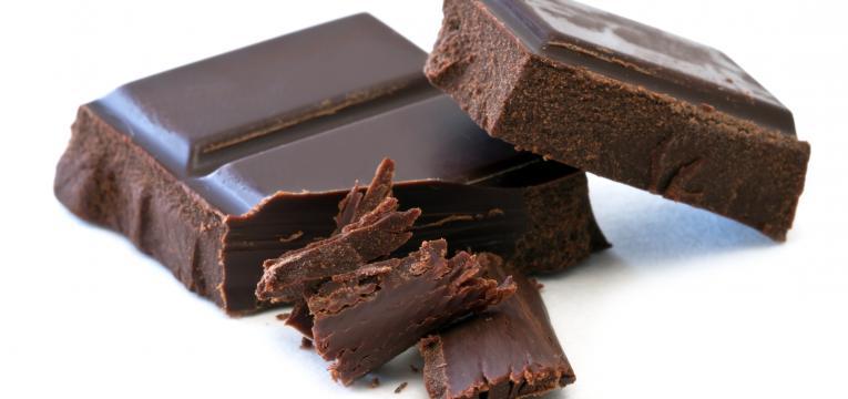 chocolate preto e alimentos que aumentam o rendimento físico