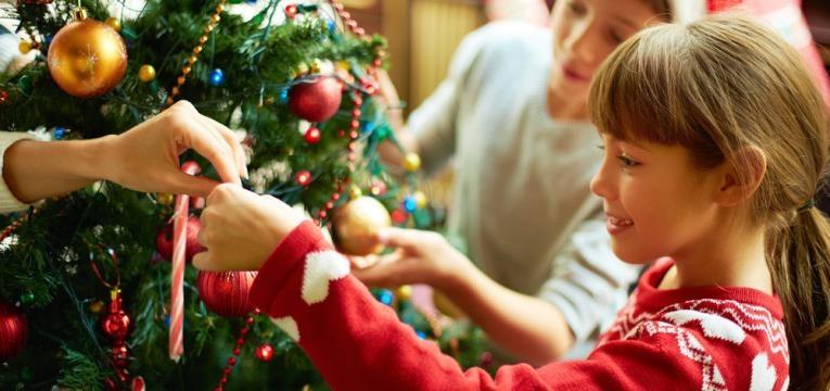 atividades para as criancas no natal e decorar a arvore de natal