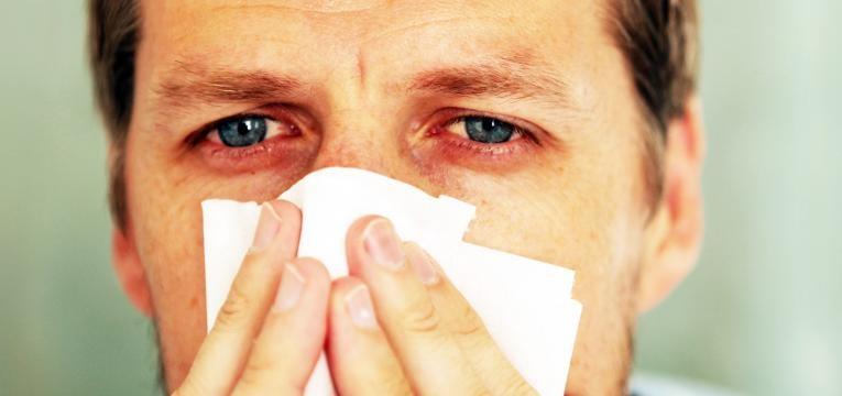 causas da garganta inflamada e origem nao infecciosa