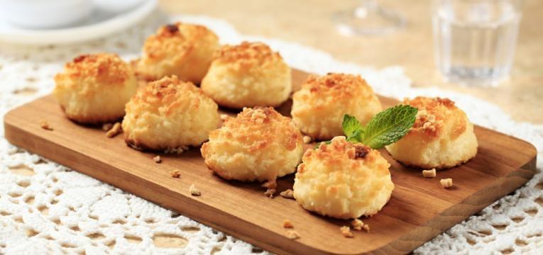 Beijinhos de coco no forno e sem leite condensado