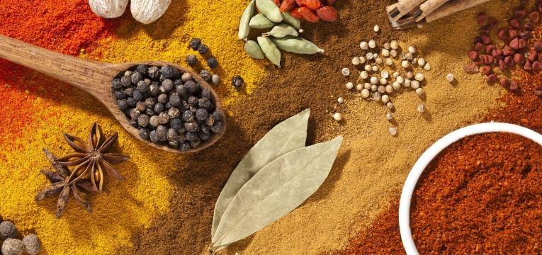 alimentos que emagrecem e pimentas e varias especiarias