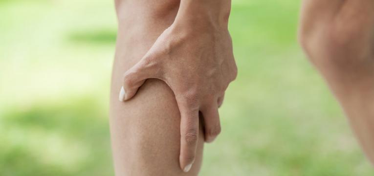caibra muscular em mulher de idade