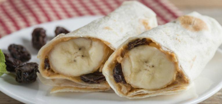 crepioca de banana e manteiga de amendoim e crepioca de polvilho doce