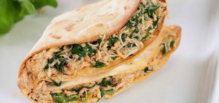 crepioca recheada com legumes e salada