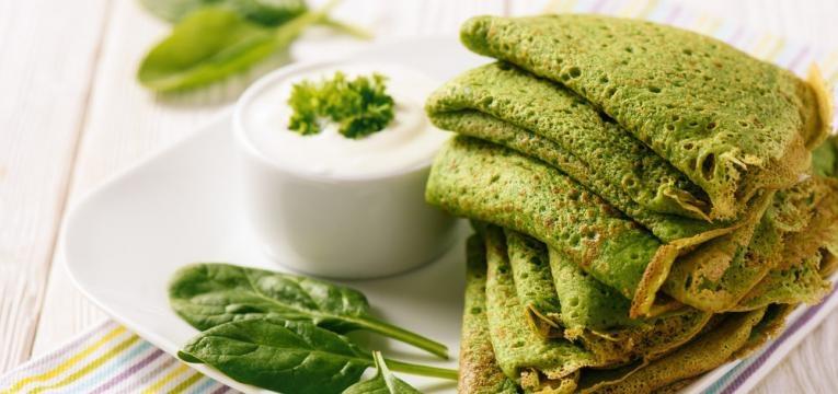 Crepes proteicos com espinafres
