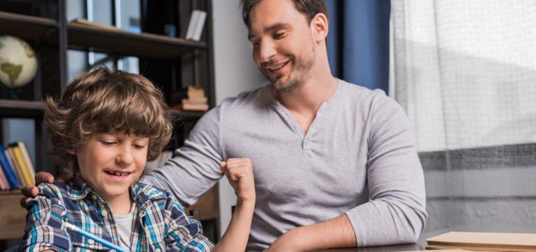 filho nao gosta de estudar e pai a estudar com filho