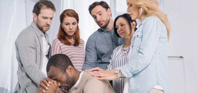 causas da esquizofrenia e apoio multidisciplinar