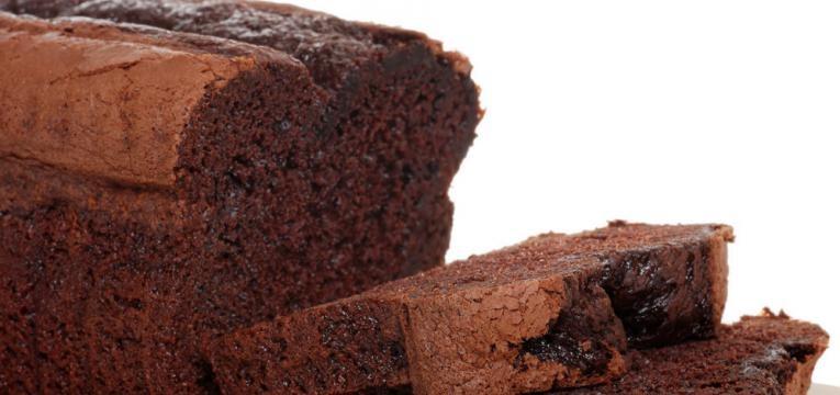 Bolo de chocolate fofinho com aveia