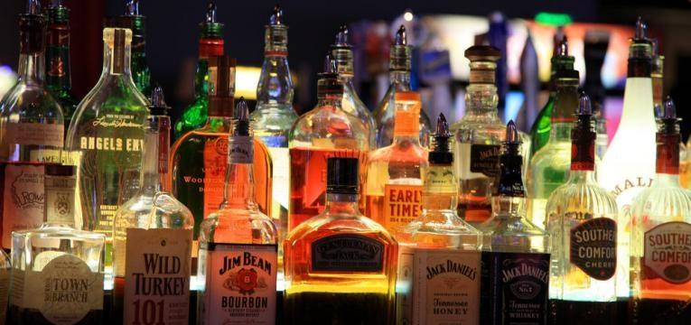 garrafas de bebidas alcoolicas