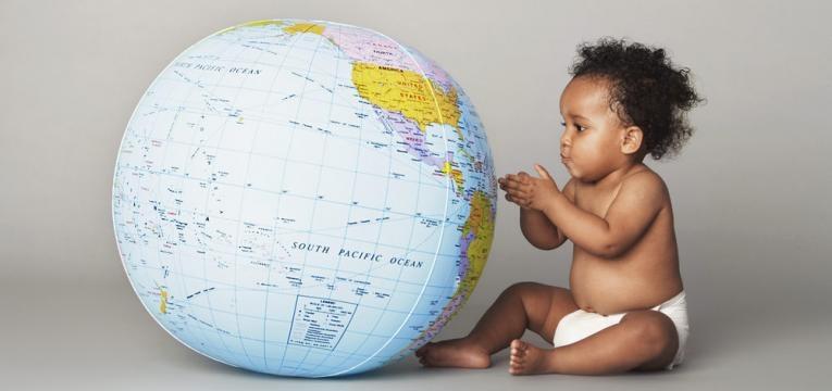 bebe com mapa mundo
