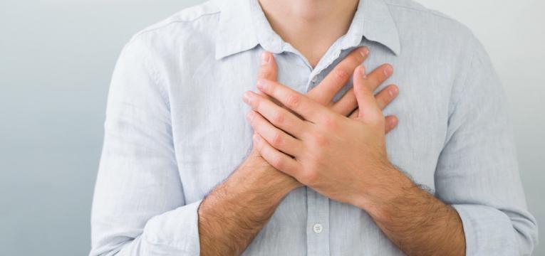 dor no peito quando tosse