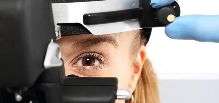 exame as cataratas nos olhos
