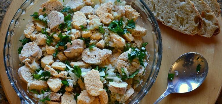 salada de ovas e folhas verdes