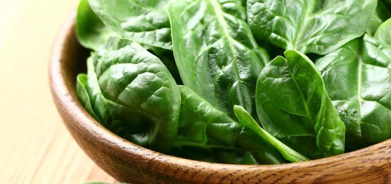 espinafres e vegetais de folha verde