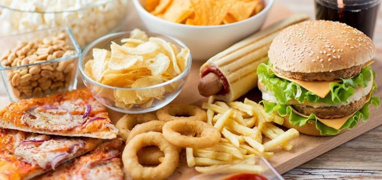 fast food e quando introduzir alimentos sólidos a bebés