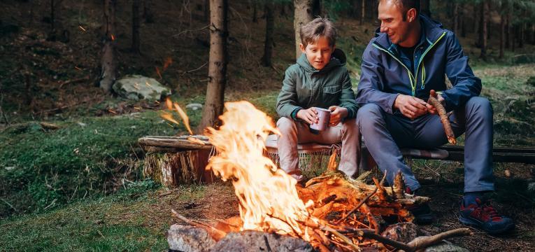 contar historias a volta da fogueira e atividades para fazer com criancas nas ferias
