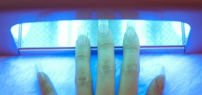 unhas de gel causam cancro de pele