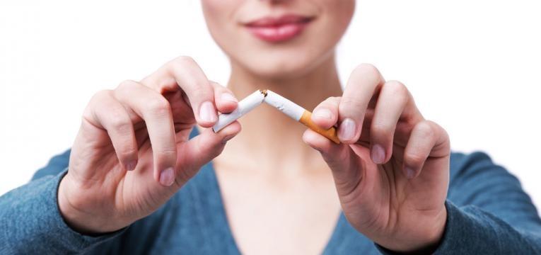 mulher deixou de fumar