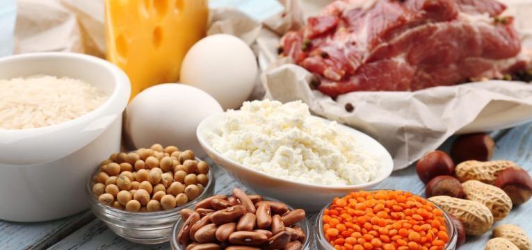 alimentos variados em tigelas