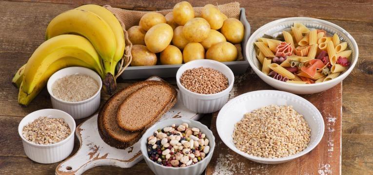 varios alimentos com hidratos de carbono