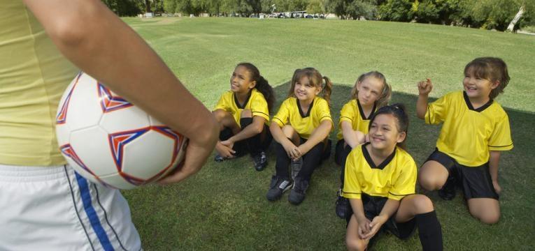 desportos coletivos para meninas e futebol