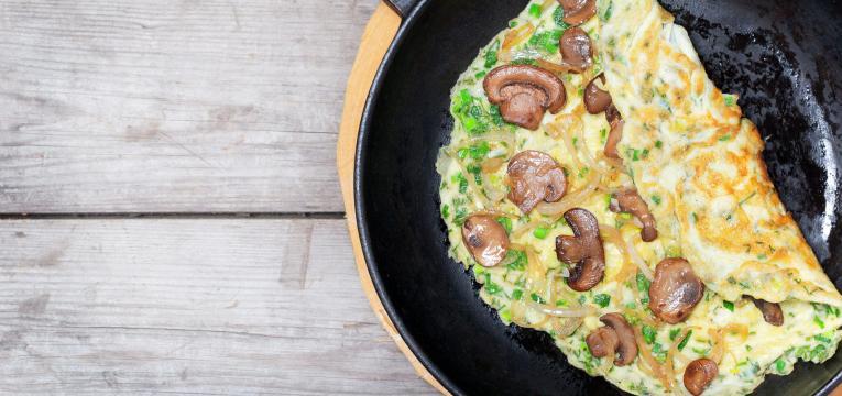 omelete de cogumelos e atum
