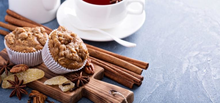 Muffins de banana integrais com especiarias