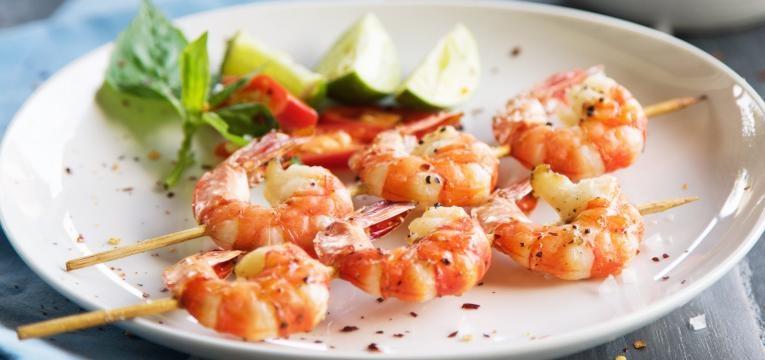 Frutos do mar carne e peixes mal cozinhados