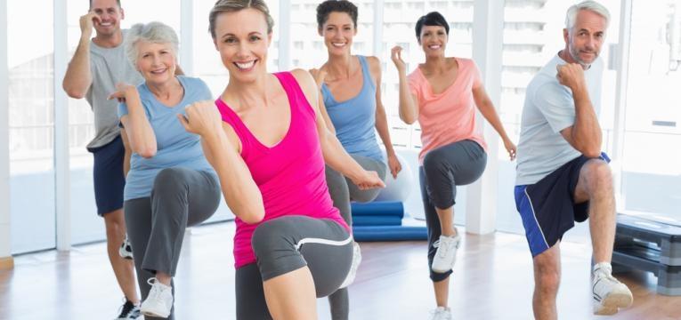 grupo a praticar exercicio fisico