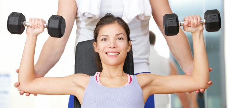 Desenvolvimento de ombro com halteres