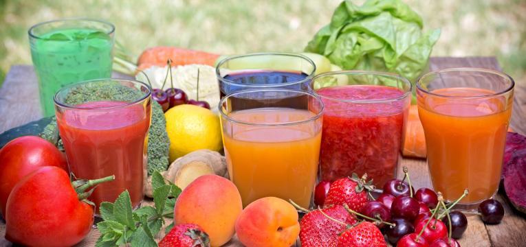 sumos de fruta naturais e deita para engordar
