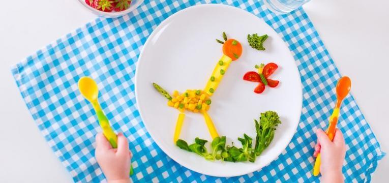 decoracao do prato com frutas e legumes